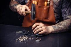 Rzemieślnik skóra produkuje rzemiennych towary Obrazy Stock