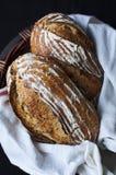 Rzemieślnika chleb w koszu Fotografia Royalty Free