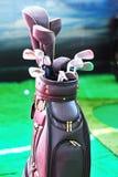 Rzemienna golfowa torba i kluby obraz stock