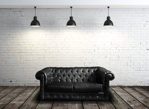 Rzemienna kanapa w pokoju Zdjęcia Stock