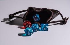 Rzemienni kostka do gry zdosą z błękitnymi & czerwonymi kostka do gry Obrazy Stock