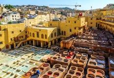 Rzemienny konanie w tradycyjnej garbarni w Fes, Maroko Obrazy Royalty Free