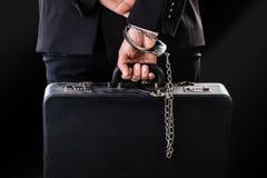 Rzemienny nadgarstek przykuwająca walizka zdjęcie stock