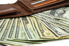 Rzemienny portfel pełno Dolarowi banknoty Obrazy Royalty Free