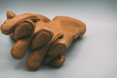 Rzemiennych rękawiczek palce krzyżujący Obraz Royalty Free
