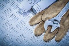 Rzemiennych zbawczych rękawiczka projektów nastawczy spanner dalej gofruje fotografia royalty free