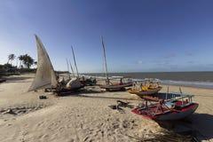 Rzemiosło łodzie rybackie w plażowym terenie Zdjęcie Royalty Free