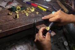 Rzemiosło biżuterii robić Ringowy froterowanie Obrazy Royalty Free