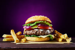 Rzemiosło wołowiny hamburgery Obrazy Royalty Free