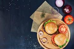 Rzemiosło wołowiny hamburgery Odgórny widok Obraz Stock