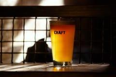 Rzemiosła piwo w barze Zdjęcie Royalty Free