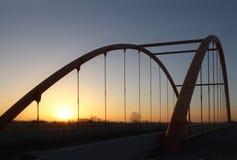 Rzeszow, Πολωνία - 9 9 2018: Ανασταλμένη οδική γέφυρα πέρα από το autobahn Τεχνολογική δομή κατασκευής μετάλλων σύγχρονος στοκ εικόνες
