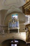 Rzeszow, Polônia - o interior da igreja Católica antiga foto de stock royalty free