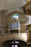 Rzeszow Polen - inre av den forntida katolska kyrkan royaltyfri foto