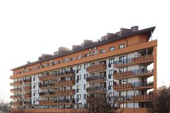 Rzeszow, Pologne - 10 18 2018 : Construction d'un haut bâtiment à plusiers étages Gratte-ciel meublé avec l'échafaudage en métal  photographie stock