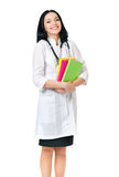 Ärztin mit Stethoskop und Büchern Stockfoto