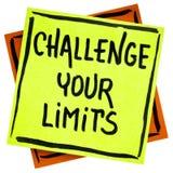 Rzuca wyzwanie twój ograniczenia inspiracyjnego przypomnienie lub rada fotografia stock