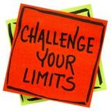 Rzuca wyzwanie twój ograniczenia przypomnienia inspiracyjną notatkę obrazy stock