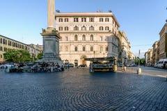 Rzym, Lazio, Włochy Lipiec 25, 2017: Sprzedawcy ulicznego sprzedawania lodu cre Zdjęcie Stock