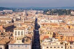 Rzym linia horyzontu jak widzieć od Wenecja kwadrata nad Zdjęcia Stock