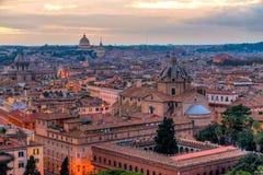 Rzym linia horyzontu z St Peter katedrą, Rzym, Włochy Zdjęcie Royalty Free