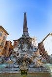RZYM, LIPIEC - 21, 2015: Fontanna panteonu zbliżenie przy piazza della Rotonda (Fontana Del Panteon) Fotografia Royalty Free