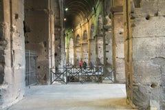 Rzym Włochy, Luty, - 23, 2019: Wewnętrzny widok rzymski sławny punktu zwrotnego kolosseumu stadium zdjęcie royalty free