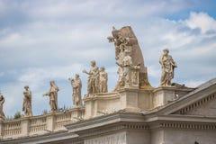 Rzym, Włochy - 23 06 2018: Apostoła kamienia rzeźby na dachu obrazy royalty free