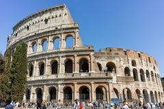 RZYM WŁOCHY, CZERWIEC, - 23, 2017: Ludzie przed Colosseum w mieście Rzym Zdjęcia Royalty Free