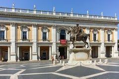 RZYM WŁOCHY, CZERWIEC, - 23, 2017: Ludzie przed Kapitolińskimi muzeami w mieście Rzym Fotografia Royalty Free