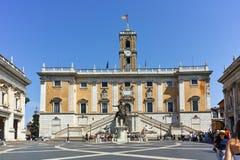 RZYM WŁOCHY, CZERWIEC, - 23, 2017: Ludzie przed Kapitolińskimi muzeami w mieście Rzym Zdjęcia Royalty Free