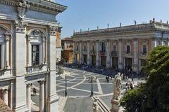 RZYM WŁOCHY, CZERWIEC, - 23, 2017: Ludzie przed Kapitolińskimi muzeami w mieście Rzym Zdjęcie Royalty Free