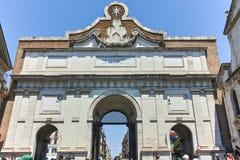 RZYM WŁOCHY, CZERWIEC, - 22, 2017: Porta Del Popolo przy piazza Del Popolo w mieście Rzym Zdjęcia Stock