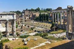 RZYM WŁOCHY, CZERWIEC, - 23, 2017: Ruiny Septimius Severus Łękowaty i Romański forum w mieście Rzym Zdjęcia Stock