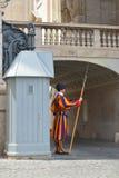 Rzym WŁOCHY, CZERWIEC, - 01: Watykański Szwajcarski strażnik w Watykan, Rzym, Włochy na Czerwu 01, 2016 Obrazy Stock