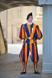Rzym WŁOCHY, CZERWIEC, - 01: Watykański Szwajcarski strażnik w Watykan, Rzym, Włochy na Czerwu 01, 2016 Obraz Royalty Free