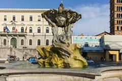 RZYM WŁOCHY, CZERWIEC, - 22, 2017: Zadziwiający widok fontanna Tritons w mieście Rzym Fotografia Royalty Free