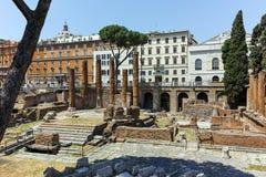 RZYM WŁOCHY, CZERWIEC, - 23, 2017: Zadziwiający widok Largo Di Torre Argentyna w mieście Rzym Zdjęcia Stock