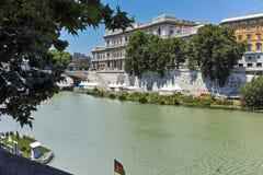 RZYM WŁOCHY, CZERWIEC, - 22, 2017: Zadziwiający widok sąd najwyższy kasacja i Tiber rzeka w mieście Rzym Zdjęcia Royalty Free