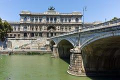 RZYM WŁOCHY, CZERWIEC, - 22, 2017: Zadziwiający widok sąd najwyższy kasacja i Tiber rzeka w mieście Rzym Zdjęcia Stock