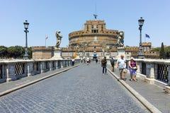 RZYM WŁOCHY, CZERWIEC, - 22, 2017: Zadziwiający widok St Angelo most Angelo w mieście Rzym i kasztelu st Zdjęcia Stock