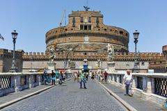 RZYM WŁOCHY, CZERWIEC, - 22, 2017: Zadziwiający widok St Angelo most Tiber rzeka i kasztelu st Angelo w mieście Rzym, Zdjęcie Royalty Free