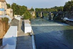 RZYM WŁOCHY, CZERWIEC, - 22, 2017: Zadziwiający widok Tiber rzeka Aemilius w mieście Rzym i Pons Fotografia Royalty Free