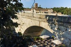 RZYM WŁOCHY, CZERWIEC, - 22, 2017: Zadziwiający widok Tiber rzeka Cestius w mieście Rzym i Pons Obrazy Stock