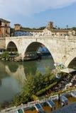 RZYM WŁOCHY, CZERWIEC, - 22, 2017: Zadziwiający widok Tiber rzeka Cestius w mieście Rzym i Pons Obraz Stock