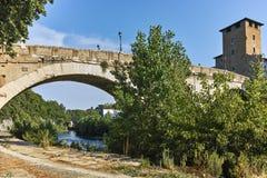 RZYM WŁOCHY, CZERWIEC, - 22, 2017: Zadziwiający widok Tiber rzeka Fabricius w mieście Rzym i Pons Fotografia Stock