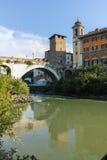 RZYM WŁOCHY, CZERWIEC, - 22, 2017: Zadziwiający widok Tiber rzeka Fabricius w mieście Rzym i Pons Zdjęcia Royalty Free