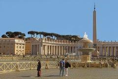 Rzym Włochy, KWIECIEŃ, - 10, 2016: St Peter ` s kwadrat Watykan, Rzym, Włochy, Renesansowa architektura Jeden popualr turystyczny zdjęcie stock