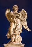 RZYM WŁOCHY, MARZEC, - 9, 2016: Ponte Sant ` Angelo anioł z koroną ciernie G - aniołowie przerzuca most - L Bernini Paolo i syn fotografia royalty free