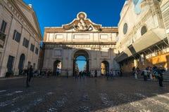 11/09/2018 - Rzym, Włochy: Niedziela popołudniowy Porta Del Popolo, pia obraz royalty free